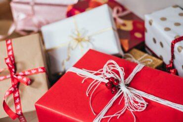 Grande distribution de Noël par le CSE – Chèques Cadhoc et bien plus encore…